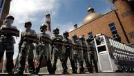 İŞGALCI ÇİN'İN POLİSİ URUMÇİ HAVA ALANINDA 2 UYGUR'U GÖZ ALTINA ALDI.