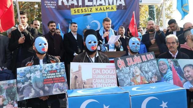 ÇİN'İN DOĞU TÜRKİSTAN'DAKİ SOYKIRIM VE NAZİ KAMPLARI UYGULAMALARI PROTESTO EDİLDİ