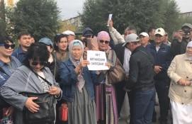 KAZAK TÜRKLERİNDEN  ÇİN BAŞKONSOLOSLUĞU ÖNÜNDE NAZI KAMPLARI PROTESTO EYLEMİ